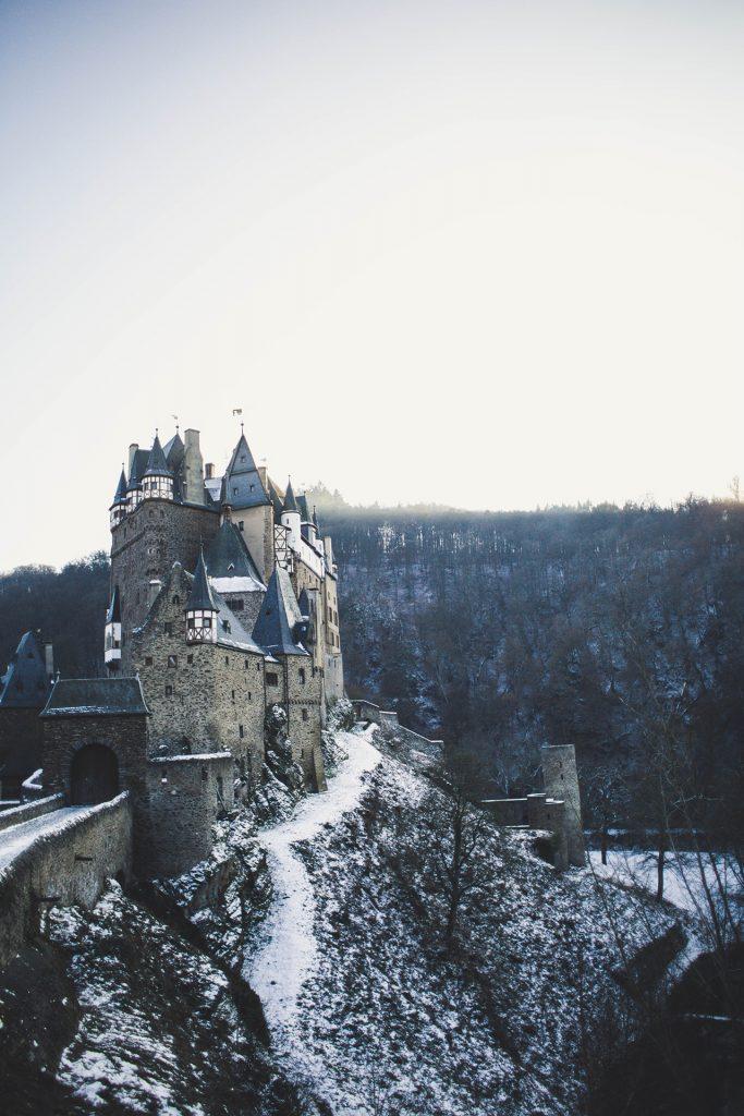 Burg Eltz: Tagesausflug zum Instagram Hotspot für Fotografen
