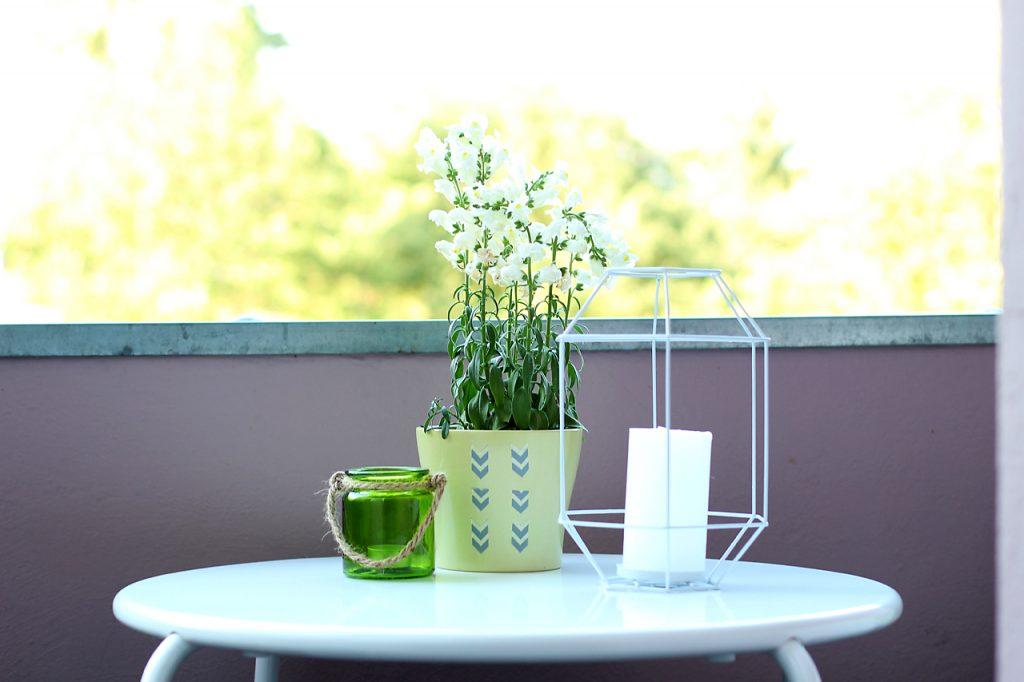 deko tipps f r kleine balkone. Black Bedroom Furniture Sets. Home Design Ideas