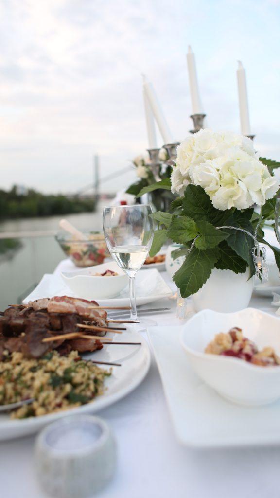 Diner en Blanc Düsseldorf – Guerrila-Picknicken mit Stil
