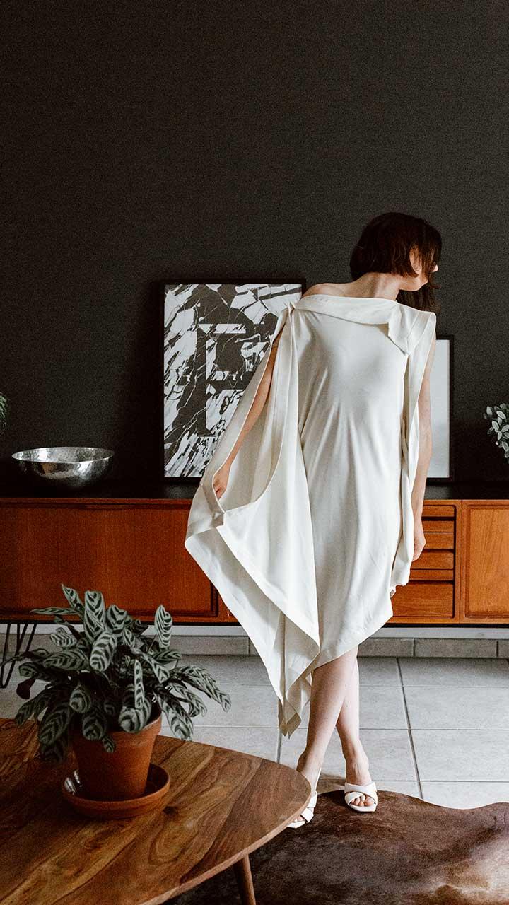 Edles Kleid zu Sommerschuhen stylen