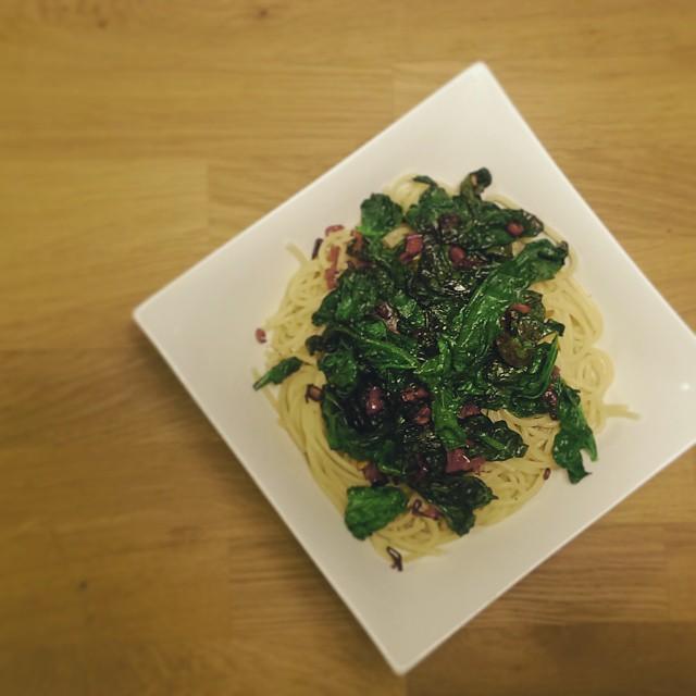 Spaghetti Rezept Spinat, Knoblauch und Chili